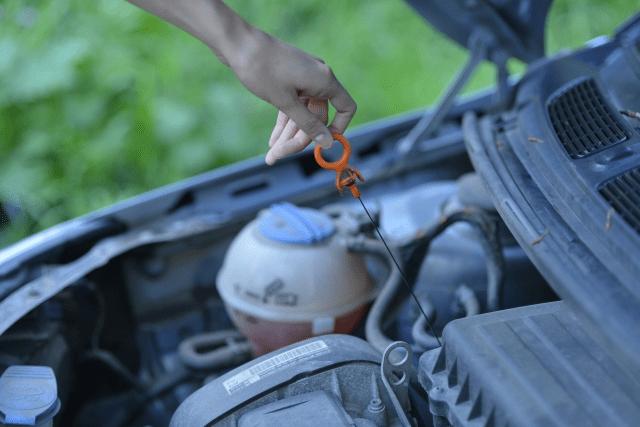 外車のエンジンオイルチェック