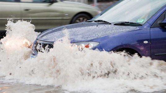 banjir mobil