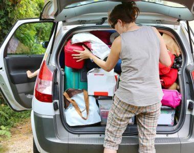 membawa barang di mobil