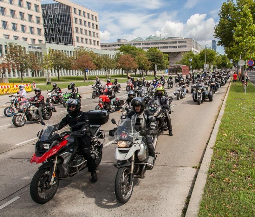 Motorradfahrer setzen ein Zeichen!