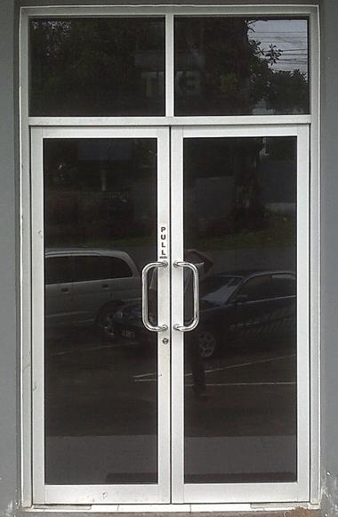 pintu aluminium minimalis