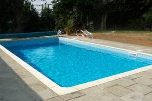 اختبار اماكن التسربات المختلفة في حمامات السباحة بالضغط