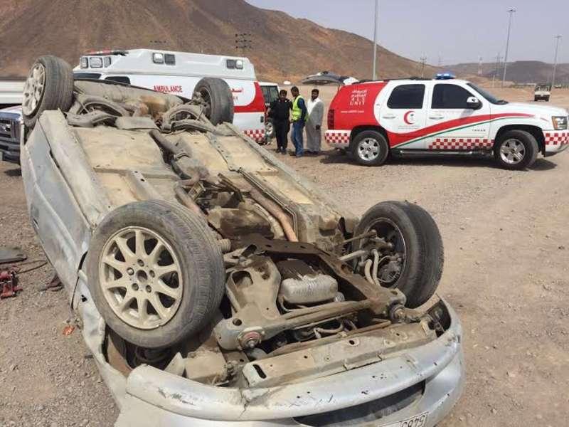 مصرع مساعد طبي وإصابة سائق بعد إنقلاب عربة إسعاف بالدرب الأسود