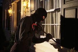 طفل يكشف تورط والدته في سرقة 400 الف جنيه من صديقتها