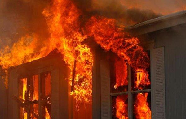 حريق هائل بمطعم وكافيه (مسك زمن ) بالعمارات