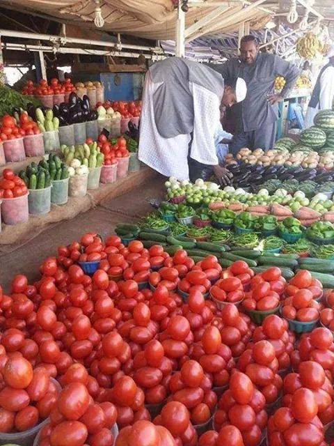 تجار : الفيضانات وراء تصاعد أسعار الخضروات