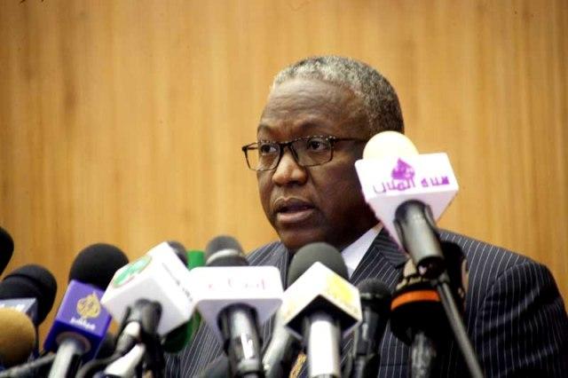 نائب رئيس الجمهورية يتفقد العمل في منشآت الدورة المدرسية القومية بنيالا