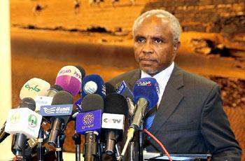 وزارة النفط وبتروناس تبحثان زيادة الاستثمار النفطي