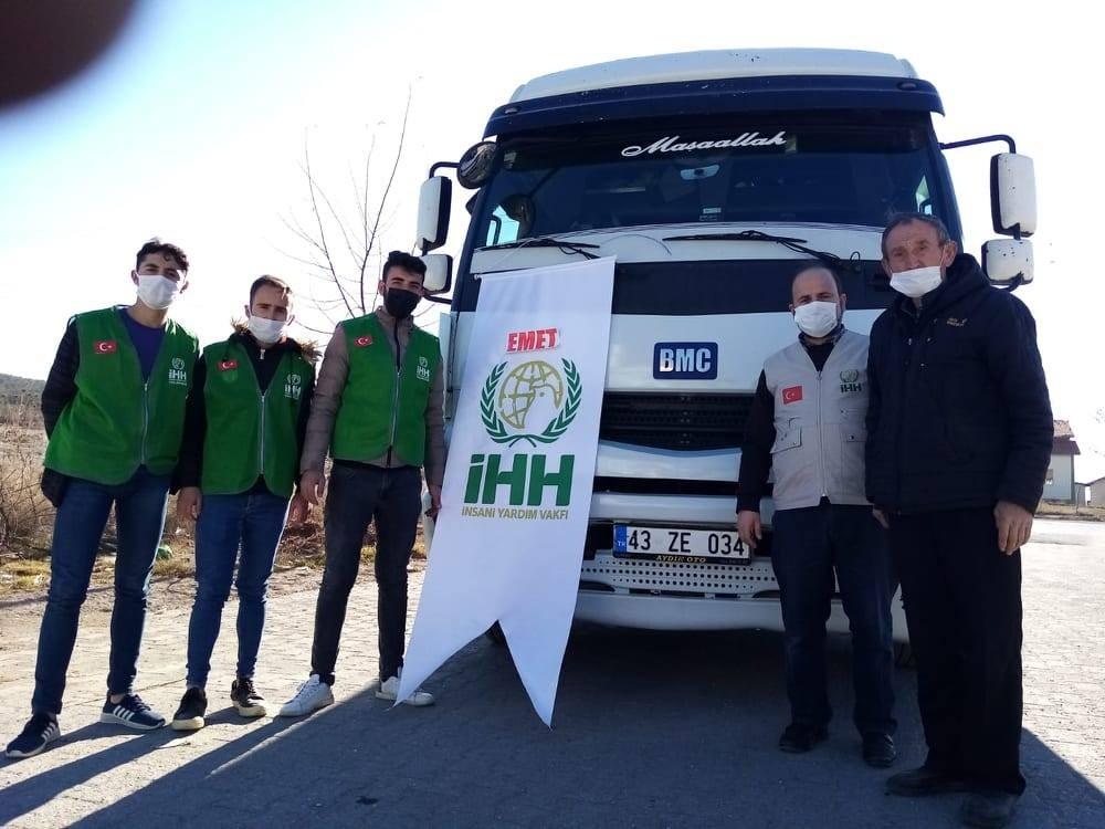 Suriye'ye 1 tır yardım malzemesi gönderdi