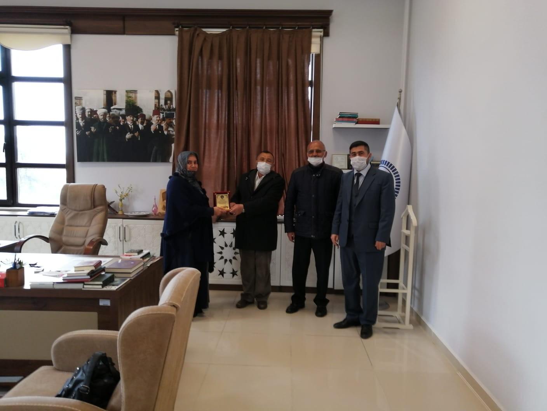 Cami inşaatına destek plaketle ödüllendirildi