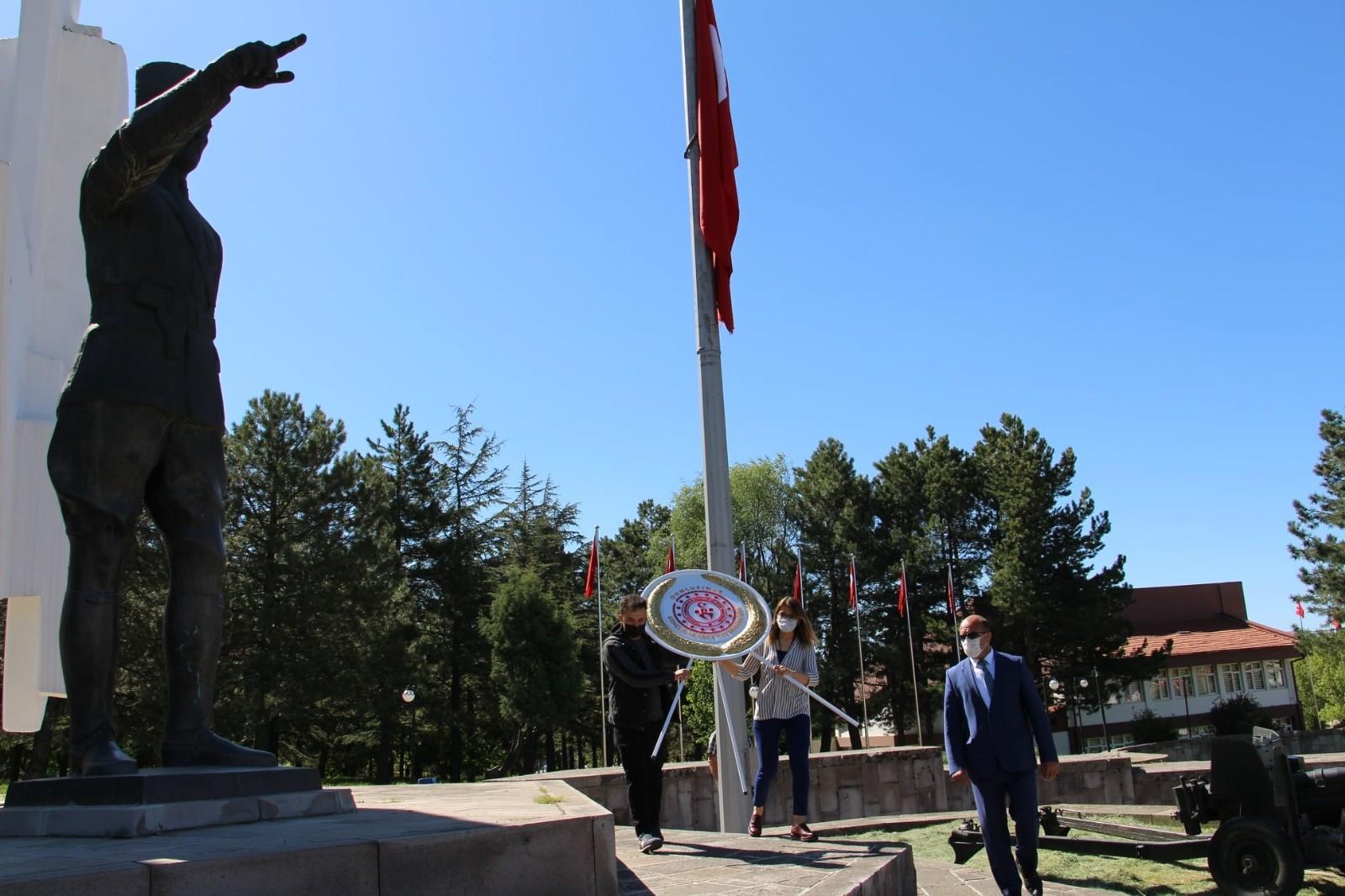 'İlk hedef' anıtı önünde 19 Mayıs kutlaması yapıldı