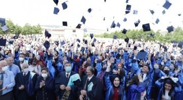 DPÜ Fen Edebiyat Fakültesi'nde mezuniyet heyecanı