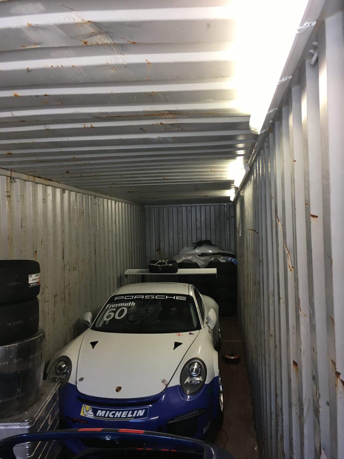 Container Stellplatz für Motorsport