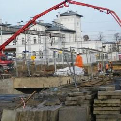 Remont torów kolejowych w Kutnie trwa...