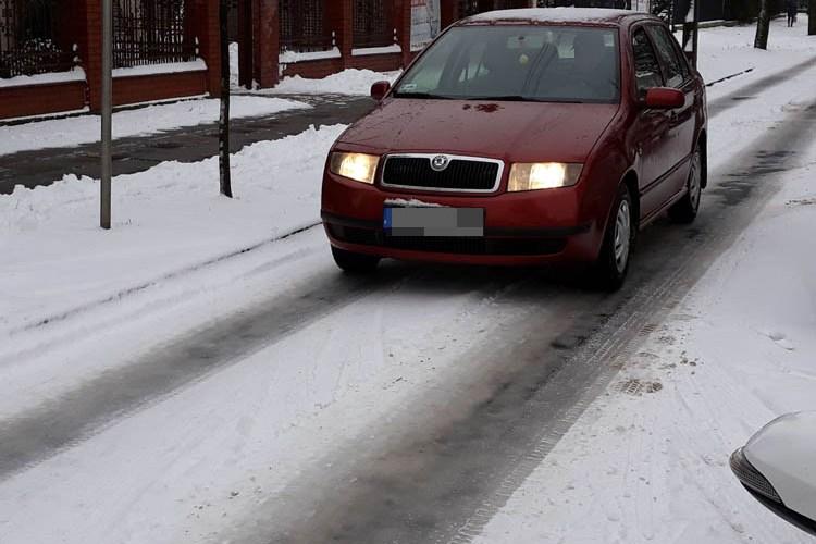 Trudne warunki na drogach - policja przestrzega