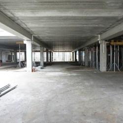 Wielki garaż na Placu Wolności już prawie stoi, ale...