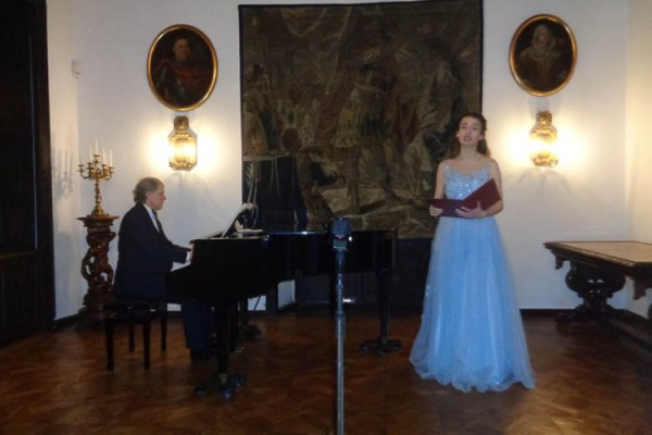 Ewa Murzynowska zaśpiewała na Zamku w Oporowie