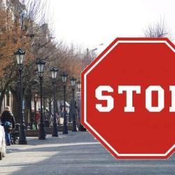 Co oznacza w praktyce zakaz wychodzenia z domu?
