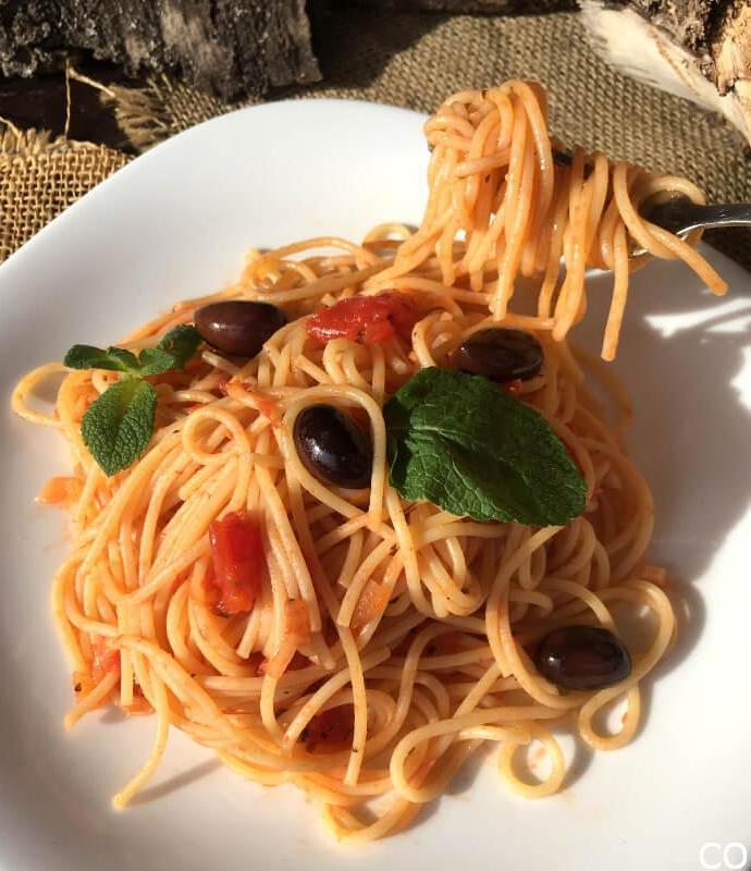 Špageti sa crnim maslinama