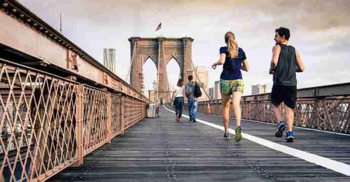 Monitores de sudor - Corriendo en el puente de brooklyn
