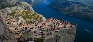 Kuzey Avrupa Turlarına Profesyonel Rehber ile Çıkmanın Faydaları