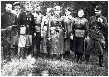 Partyzanci polsko-radzieckiego oddz. im. Stalina z dowódcą Mikołajem Kunickim (czwarty od prawej)