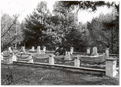 Cmentarz i pierwszy pomnik na Porytowym Wzgórzu