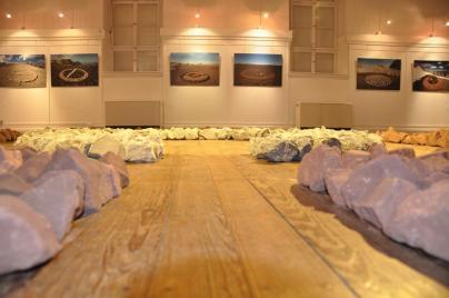 Lohrmanns Installation aus anderer Perspektive (Foto: C. Mast)