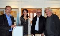 Von rechts: Die Künstler Helmut Göbel und Jürgen Hochmuth bei der Vernissage mit Dagmar Wolf, Vorstand Kunstverein, und Gunter Schmidt, der die Einführung gehalten hat.