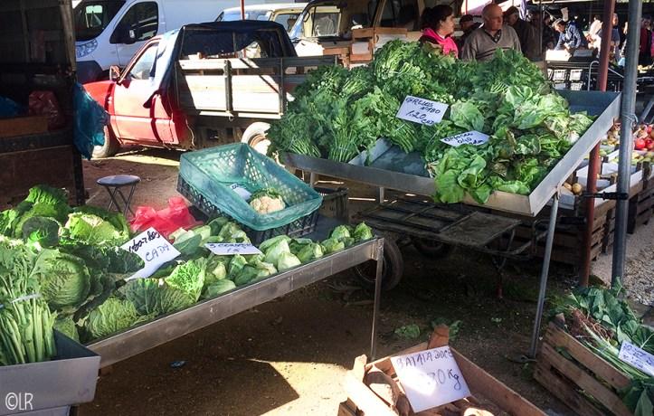 Een groentekraam op de regionale markt Santana in Venda da Costa.