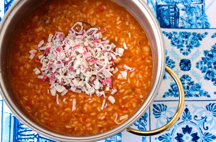 Pan met Portugese risotto en zeevruchten. De simpele alledaagse versie.
