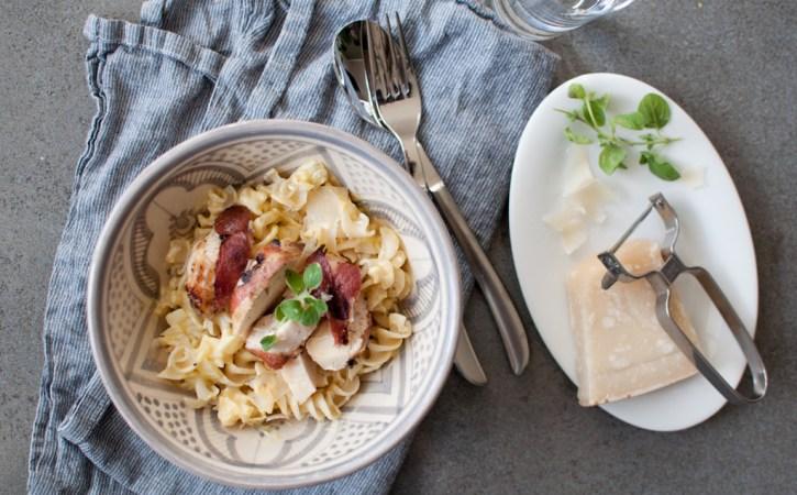 Baconsurra kylling med krema pasta