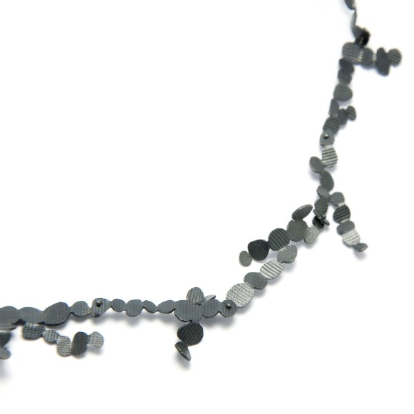 ceropegia-necklace-black-detail