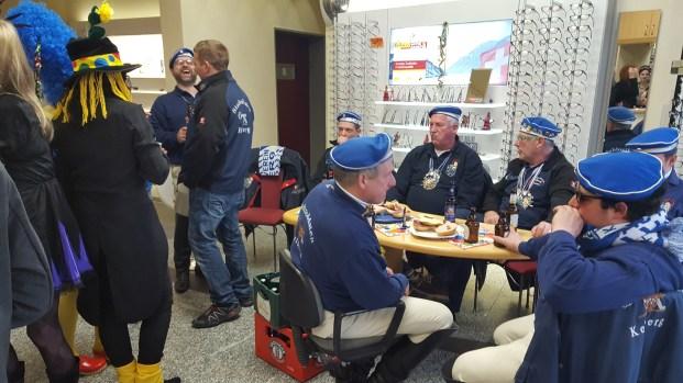 Stadtsoldaten beim Frühstück