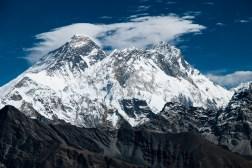 Zbliżenie na Everest (8848m), Nuptse (7861m) i Lhotse (8516m)