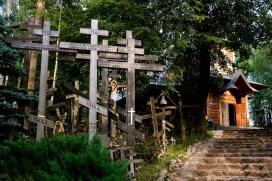 Las krzyży. Grabarka to ważne miejsce kultu prawosławnych w Polsce