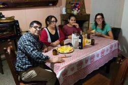 Wsuwamy domową pizzę z naszymi gospodarzami w Chilecito