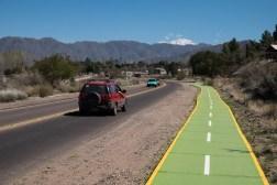 Wyjeżdżając z Mendozy korzystamy nawet ze ścieżki rowerowej. Nie sposób jej nie zauważyć