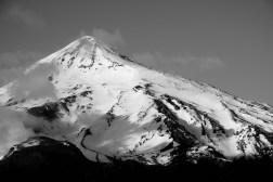 Ośnieżony wierzchołek wulkanu Lanin (3747 m n.p.m.)