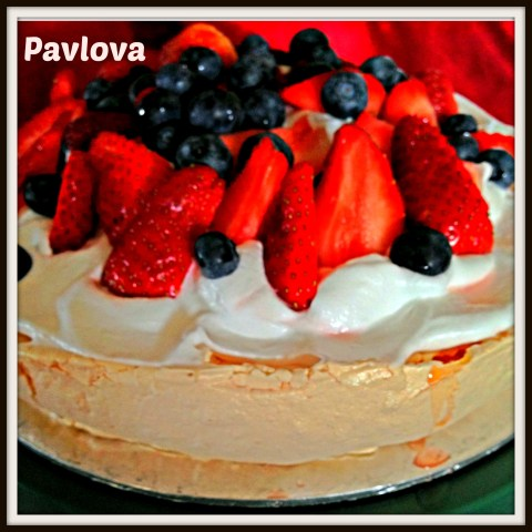 Is Pavlova Originated From Australia, Russia or New Zealand?–Strawberry and Blueberry Pavlova