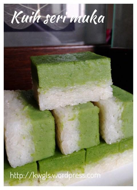 Coconut Pandanus Custard Glutinous Rice Cake  - Kueh Salat or Kueh Seri Muka (香兰椰香糯米蒸糕)