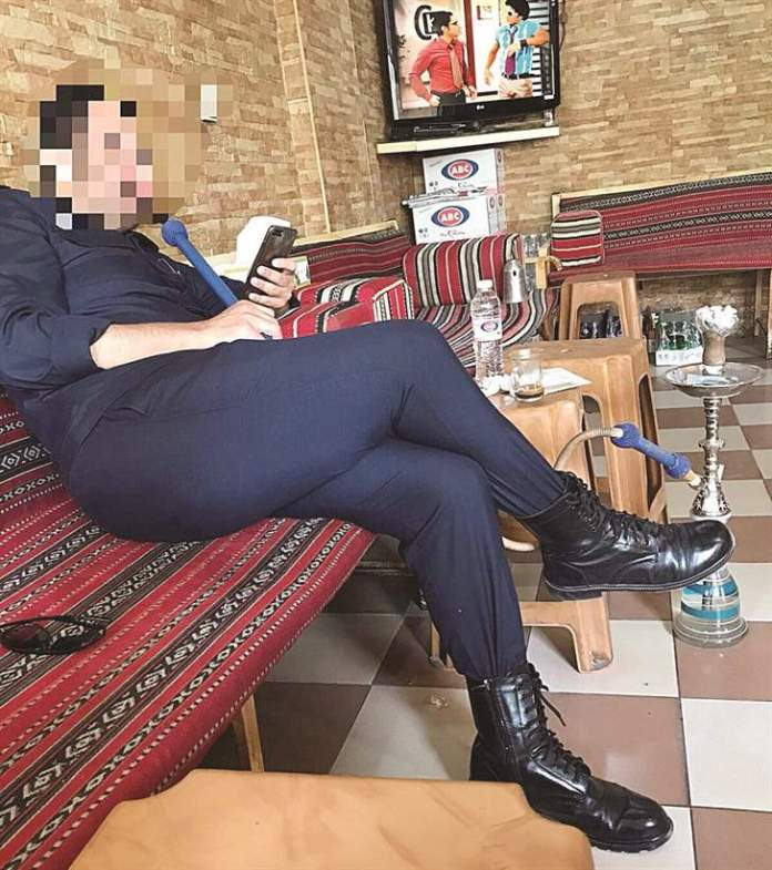 Kuwaiti officer gets 20 days jail term for smoking shisha in cafe