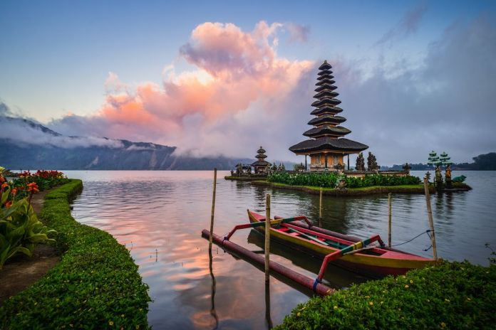 Indonesia Visit this 11 Countries when you coming to Asia the first time