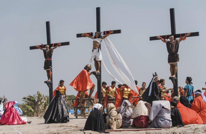 Every year a Filipino man marks Good Friday with an actual crucifixion
