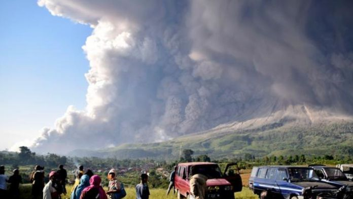 Indonesia's Mount Sinabung erupts spewing ashes into the sky