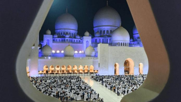 Kuwait bans women from praying in mosques during Ramadan