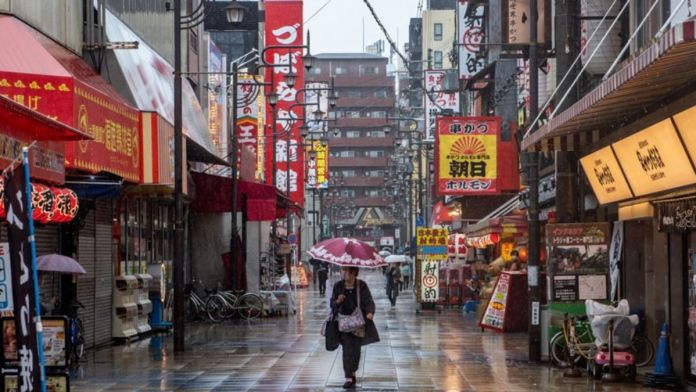 Covid19 - Japan shuts Department stores and bars to slow surge