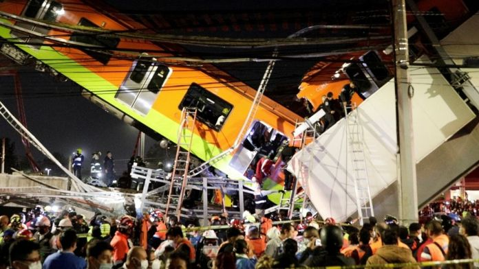 Mexico - 20 die as metro overpass collapses