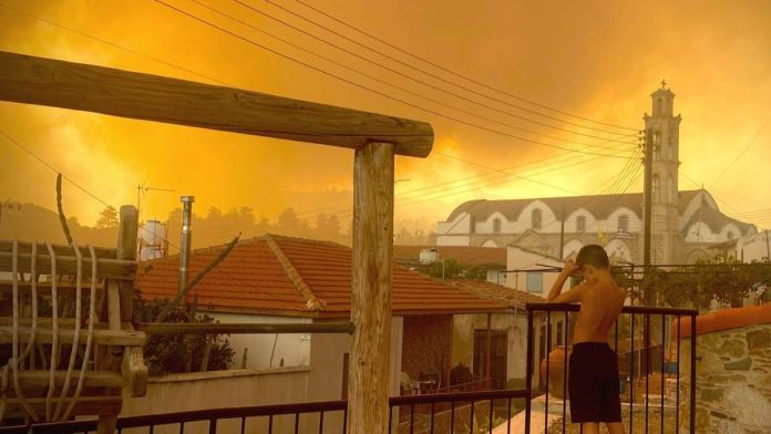 Villages evacuated due to forest fires in Cyprus
