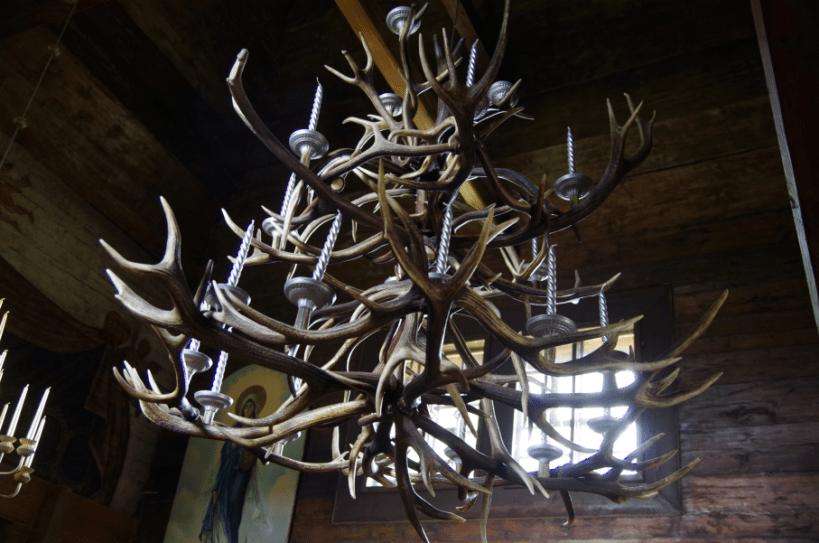 Bieszczady - żyrandol z poroża jeleni
